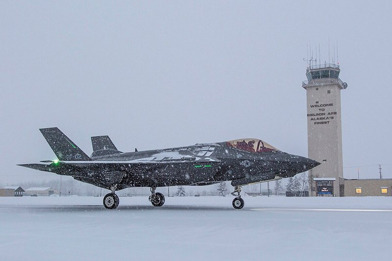F-35 at Eielson AFB in the snow